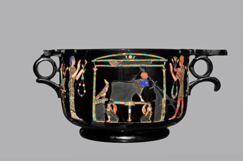Egitto-Pompei: skyphos di ossidiana da Stabiae con scene di culto egiziano in mostra al museo Archeologico di Napoli