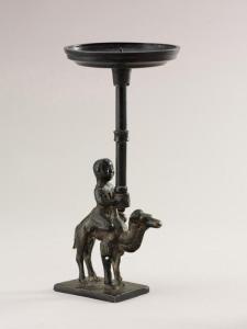 Lume in bronzo con figura in sella ad un cammello dal museo di Hubei