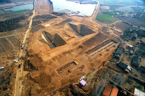 L'imponente scavo della tomba di Chu nella provincia di Hubei (Cina)