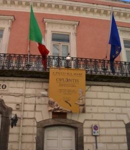 L'ingresso di Palazzo Criscuolo, municipio di Torre Annunziata