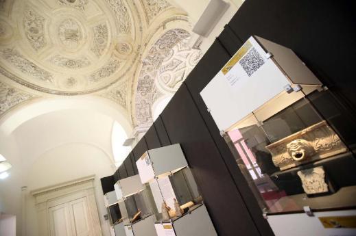 """L'allestimento della mostra """"A picco sul mare"""" a Palazzo Criscuolo a Torre Annunziata"""