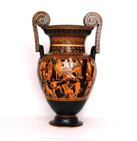 Il Vaso di Pronomos, cratere attico della fine del V sec.. a.C. proveniente da Ruvo di Puglia e conservato al museo Archeologico nazionale di Napoli