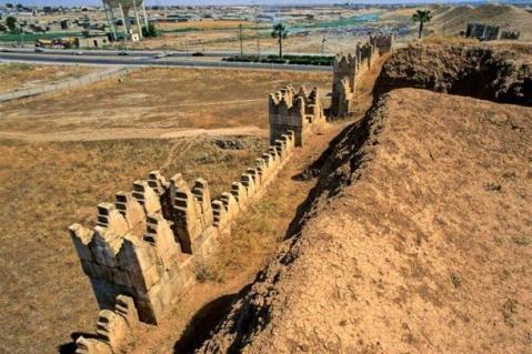 Il prof. Brusasco, archeologo orientalista, ha lanciato l'allarme: l'Isis sta attaccando le mura di Ninive