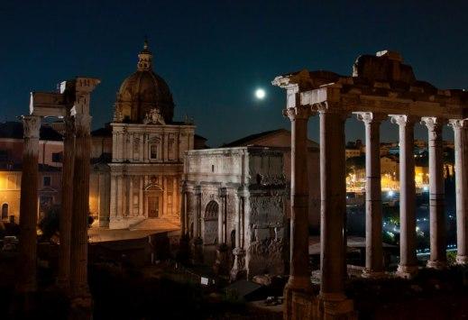 """""""La luna sul foro"""": da venerdì 22 aprile 2016 visite guidate in notturna al Foro Romano"""