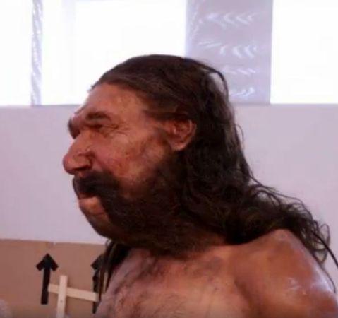 Fronte sporgente, sopracciglia arcuate, naso schiacciato: ecco il volto dell'uomo di Altamura, un Neanderthal di 150mila anni fa