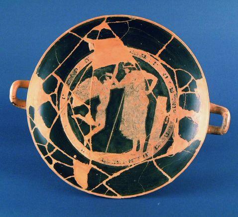 La kylix attica a figure rosse del pittore ateniese Douris conservata a Prato