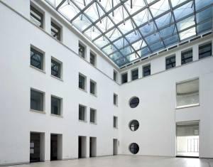 La grande copertura in vetro del cortile interno, progettata dallo studio ABDR