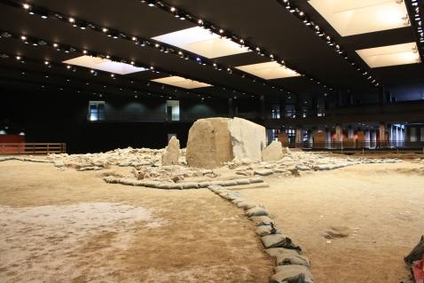 Il grande dolmen al centro del parco archeologico di Saint Martin de Corleans ad Aosta