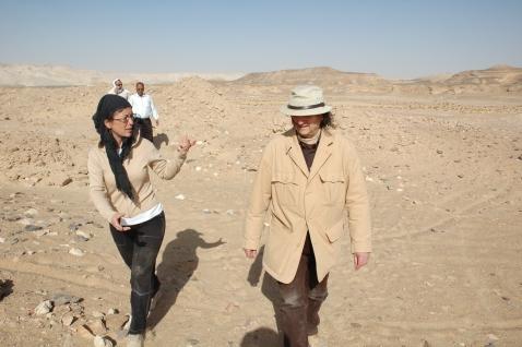 L'archeologa Corinna Rossi discute con Maurizio Zulian, conservatore onorario del museo Civico di Rovereto