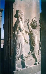 Il re nella caccia al leone: rilievo del palazzo di Dario a Persepoli