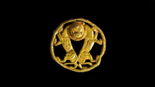 Ornamento circolare in oro con due leoni (fine V secolo a.C.) dal museo Archeologico di Teheran