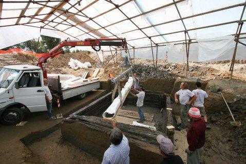 I restauri sono stati affidati al Laboratorio della Piacenti spa di Prato, specializzata in interventi di recupero dii siti archeologici