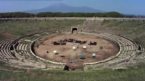 L'anfiteatro romano di Pompei durante le registrazioni del video dei Pink Floyd nel 1971