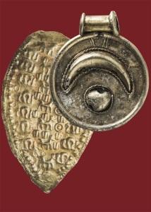 Un gioiello d'oro dal corredo sequestrato nel 1962 a Ischia di Castro
