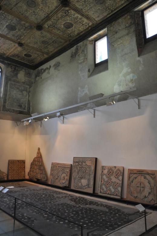 L'ex chiesa di San Girolamo con soffitto ligneo del Cinquecento: presenta mosaici provenienti dal Veronese