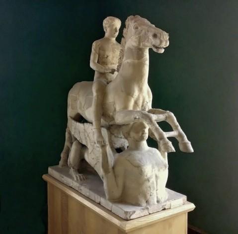 Il Cavaliere di Marafioti, eccezionale gruppo scultoreo in terracotta del V sec. C. scoperto a Locri nel 1910