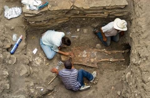 Scavo a Porta Ercolano di Pompei: Il ritrovamento di cinque giovani pompeiani in fuga dall'eruzione del Vesuvio