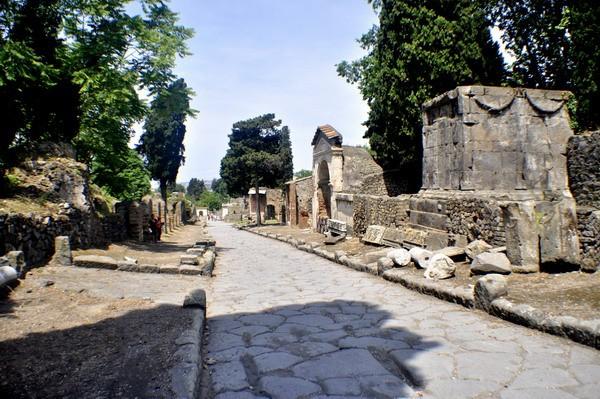 La necropoli di porta Ercolano a Pompei, oggetto di scavo di una missione francese