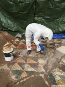 Una fase dei restauri del mosaico delle Terme di Caracalla a Roma