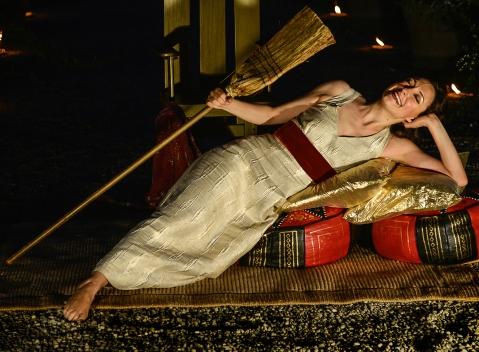"""Elena Ferrari nella Galleria dei re del museo Egizio di Torino protagonista dello spettacolo """"Cleopatra, la mia regina"""""""