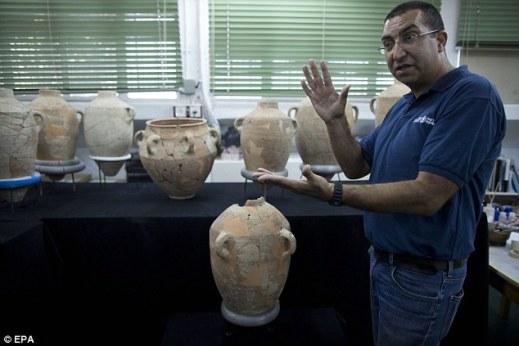 Il prof. Saar Ganor archeologo della Israel Antiquities Authority