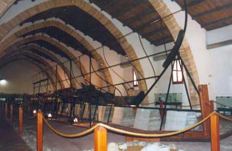 La sala del museo archeologico Baglio Anselmi di Marsala che ospita la nave punica