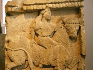 """""""Europa e il Toro"""" rappresentata su una piccola metopa dal tempio Y di Selinunte, conservata al Salinas di Palermo"""