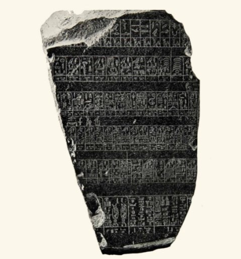 """La """"Pietra di Palermo"""" conservata al museo Archeologico nazionale Salinas di Palermo: una copia è esposta all'aeroporto di Palermo"""