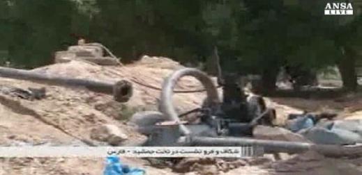 Una pompa impegnata a succhiare acqua dalla falda nella piana di Persepoli