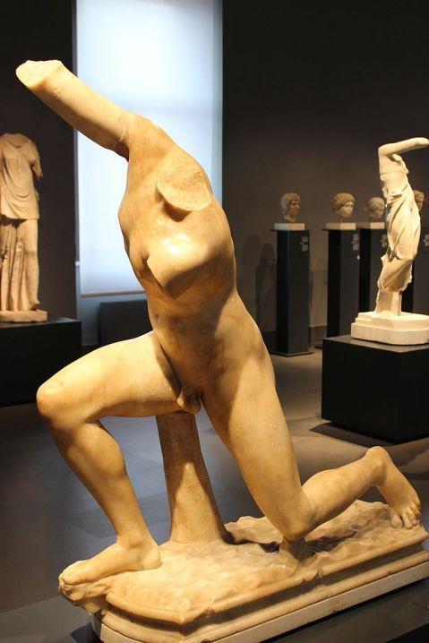 L'Efebo di Subiaco, trovato nel nucleo D della villa di Nerone, è oggi conservato al museo di Palazzo Massimo a Roma