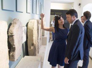 Il premier Renzi con il direttore del Marta, Eva degli Innocenti (Foto Palazzo Chigi/Tiberio Barchielli )