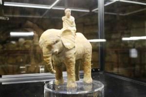In mostra la statua di un elefante, animale in forza nell'armata di Annibale