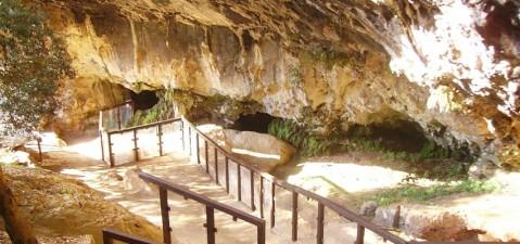 La grotta del Romito a Papasidero in calabria, dove è stato trovato lo scheletro di un ragazzino di 17mila anni fa