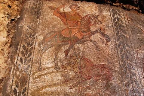 Il grandioso mosaico con la caccia al cinghiale scoperto nella villa romana di Vettio Agorio Pretestato (IV sec. d.C.)
