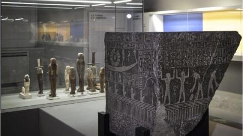 La Collezione Egiziana si sviluppa nelle sale del seminterrato del museo Archeologico di Napoli