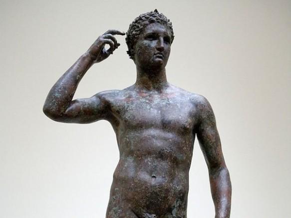 L'Atleta di Fano, cui Poste Italiane dedicano un francobollo, è oggi esposto al Getty Museum di Los Angeles in California