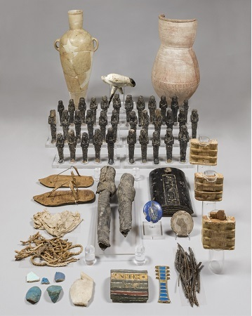 Il ricco corredo funerario dalla tomba di Nefertari portato a Leiden dal museo Egizio di Torino