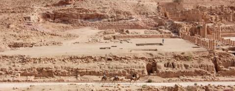 Petra: l'area di scavo della piscina e del giardino accanto al Grande Tempio (foto Leigh-Ann Bedal)