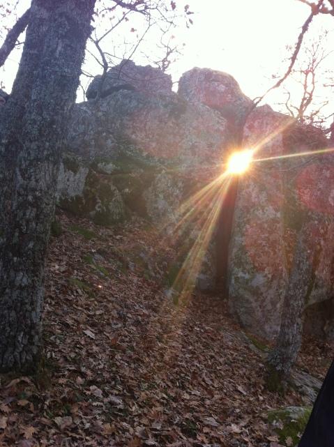 Al tramonto del solstizio d'inverno si può traguardare il sole attraverso la galleria del complesso megalitico di Petre de la Mula