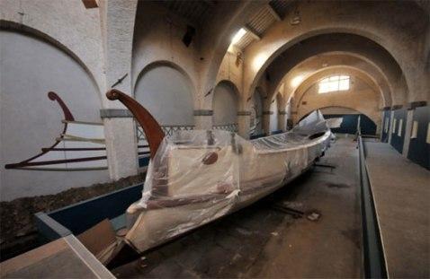 Una delle navi restaurate ed esposte nella Sala V del museo delle Navi antiche di Pisa