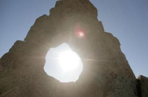 Nell'alta valle del Belice, in Sicilia, dietro San Cipirello, il complesso megalitico di U-Campanaro