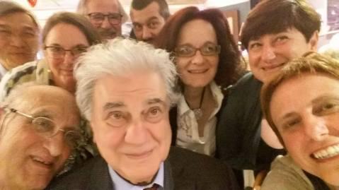 Un selfie del prof. Giovanni Garbini con colleghi e allievi