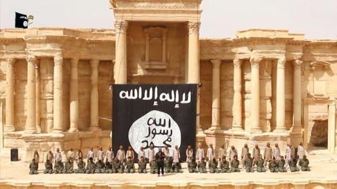 Il teatro antico di Palmira, ancora integro, usato dai jihadisti per le pubbliche esecuzioni