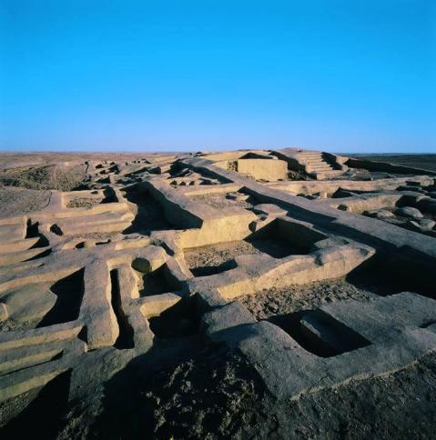 Il primo scavo sistematico di Shahr-e Sokhta fu diretto da Maurizio Tosi (Ismeo) dal 1967