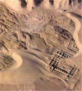 Una visione zenitale di Shahr-e Sokhta, sito frequentato dalla fine del IV all'inizio del II millennio a.C., che si estende su oltre 150 ettari