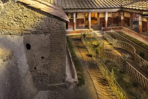 Il giardino della domus dei Casti Amanti con la ricostruzione della organizzazione degli spazi