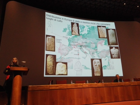 Raffaella Poggiani Keller s TourismA 2017 introduce l'incontro sul megalitismo in Europa