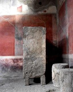 pompei_Casa dei Ceii calco di mobilio