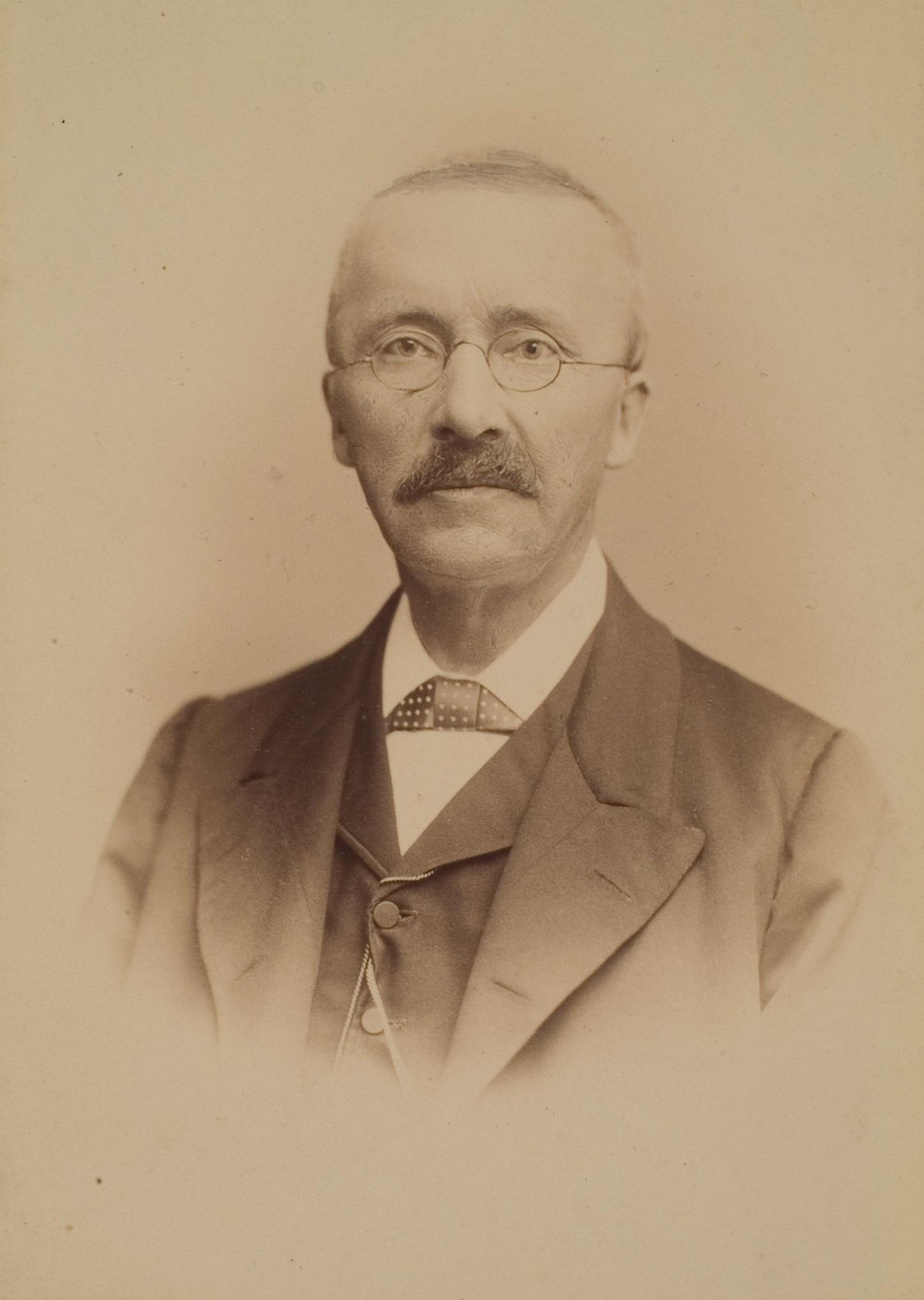 Heinrich_Schliemann_(HeidICON_28763)_(cropped)