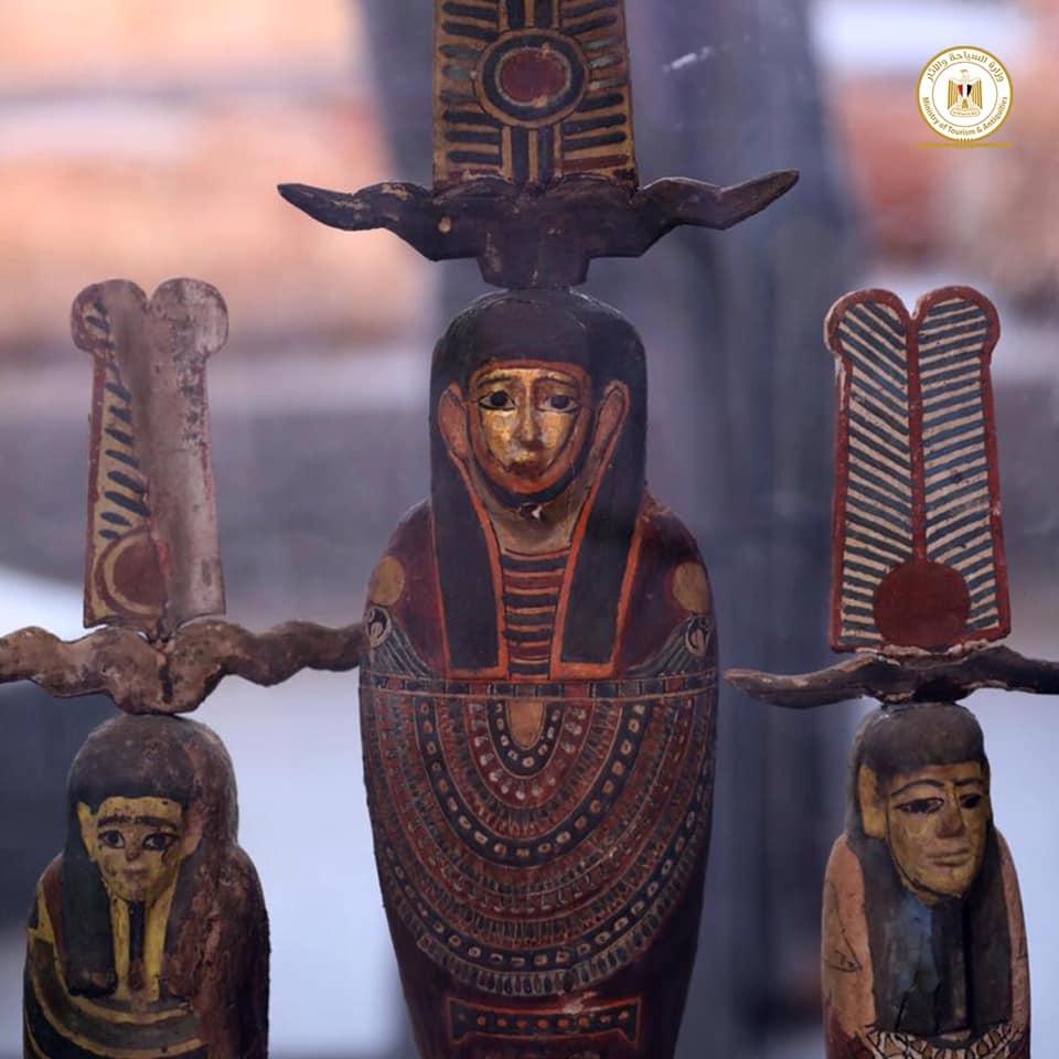 egitto_saqqara_scoperti-100-sarcofagi_statuette-ptah-dorate_foto-ministry-of-tourism-and-antiquities